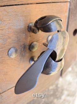 Bee door knocker