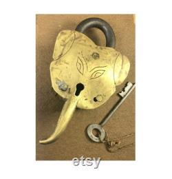 Unique Lock India Hindu God Ganesha Shape Padlock Rare Old Collectible God Ganesha Figurative Vintage Brass Temple Lock Padlock. G2-348